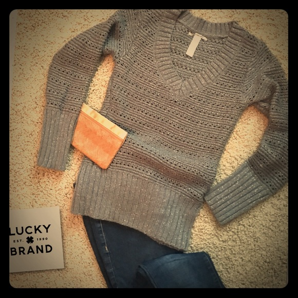 SALE ✂️ Lucky Brand Ladies Gray w/ Glitter sweater